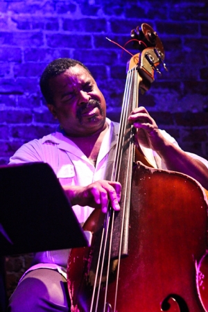 Cheney Thomas, bass